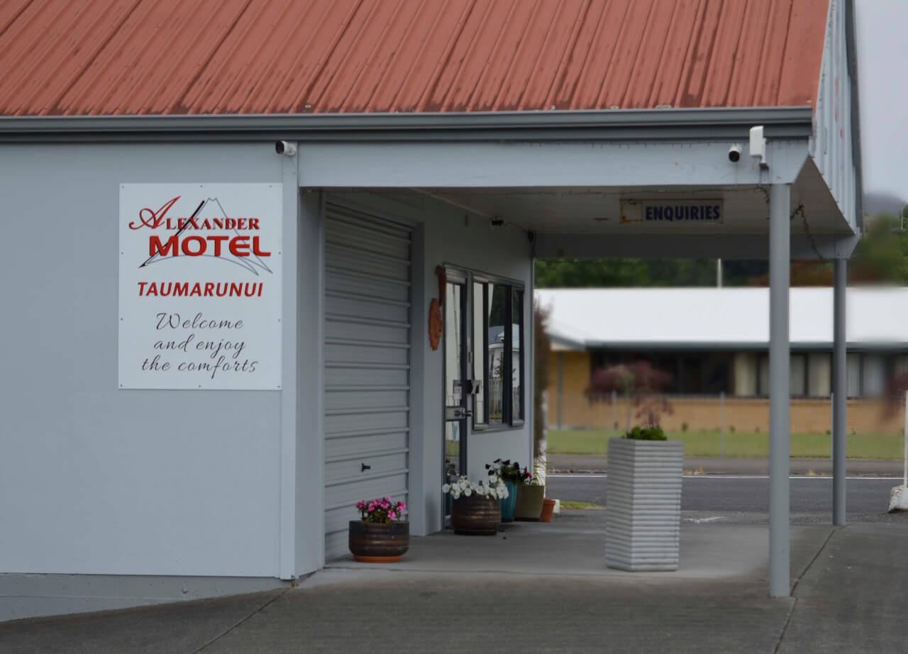Front Entrance Alexander Spa Motel